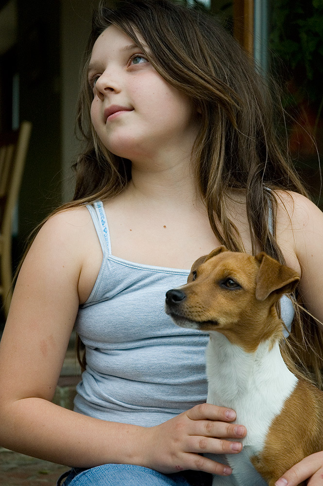 val carcary green chiara sitting with jack russell dog