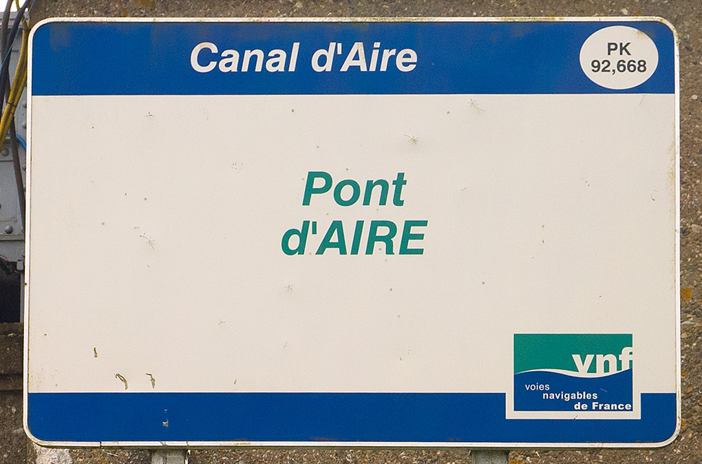 canal-sign